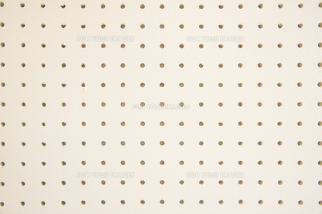 白い穴あきボードの写真素材 [FYI01240206]