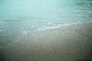 波打ち際の写真素材 [FYI01240301]