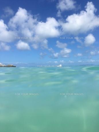 沖縄 恩納村 美ら海の写真素材 [FYI01240371]