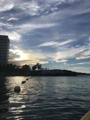 沖縄 恩納村 美ら海 夕暮れの写真素材 [FYI01240373]