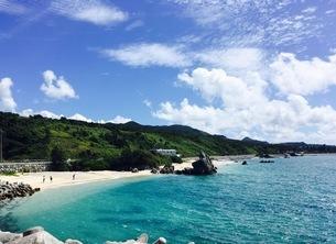沖縄 本部町のビーチの写真素材 [FYI01240377]