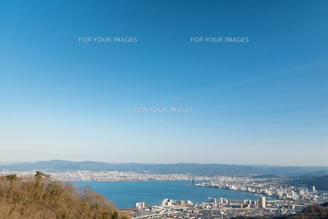 琵琶湖 冬 晴れの写真素材 [FYI01240399]