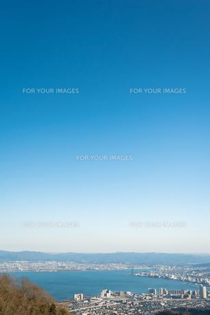 琵琶湖 冬 晴れの写真素材 [FYI01240400]