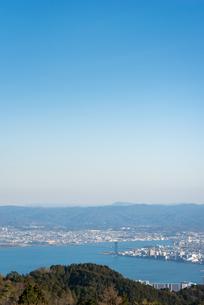 琵琶湖 冬 晴れの写真素材 [FYI01240402]