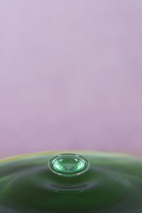 水滴のハイスピード撮影の写真素材 [FYI01240405]