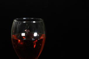 グラスの中のスプラッシュの写真素材 [FYI01240829]