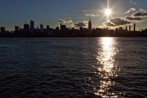 マンハッタンの夜明け ニュージャージ州よりの写真素材 [FYI01240874]
