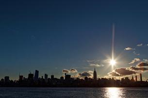 マンハッタンの夜明け ニュージャージ州よりの写真素材 [FYI01240877]