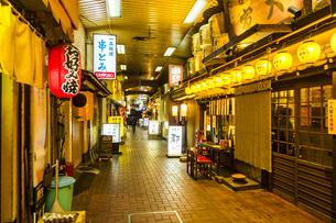 京都伏見桃山商店街の写真素材 [FYI01240947]