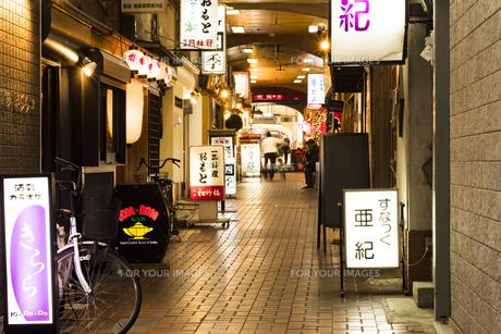 京都伏見桃山商店街の写真素材 [FYI01240949]