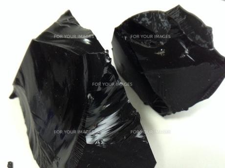 黒曜石の塊の写真素材 [FYI01241405]