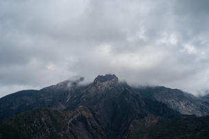 桜島を大きな雲が覆っているの写真素材 [FYI01241428]