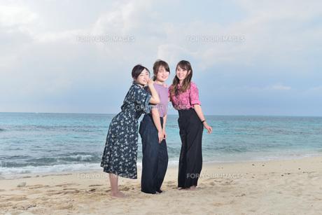 宮古島/リフレッシュ休暇の女性の写真素材 [FYI01241480]