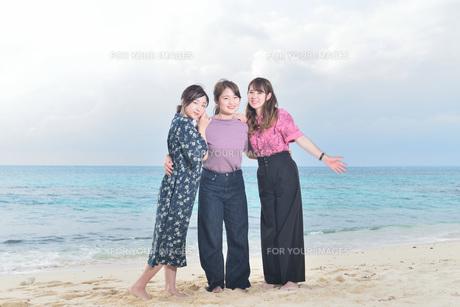 宮古島/リフレッシュ休暇の女性の写真素材 [FYI01241481]