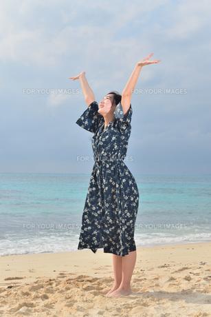 宮古島/リフレッシュ休暇の女性の写真素材 [FYI01241485]