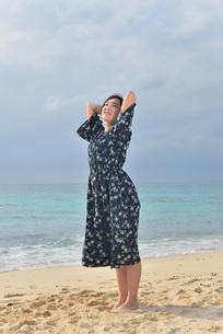 宮古島/リフレッシュ休暇の女性の写真素材 [FYI01241486]