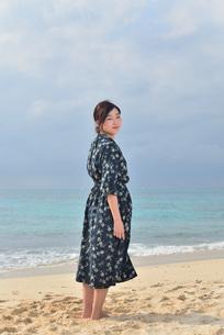 宮古島/リフレッシュ休暇の女性の写真素材 [FYI01241487]