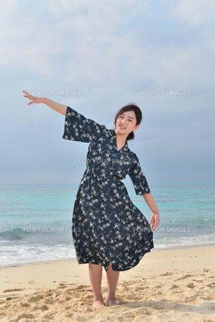 宮古島/リフレッシュ休暇の女性の写真素材 [FYI01241489]