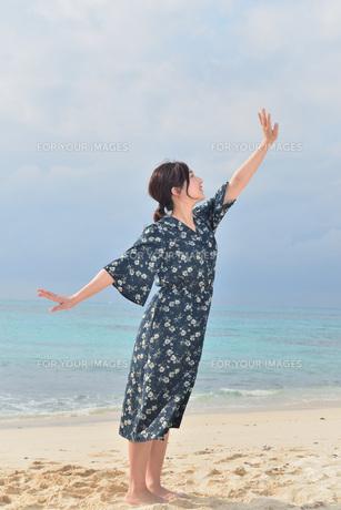 宮古島/リフレッシュ休暇の女性の写真素材 [FYI01241490]