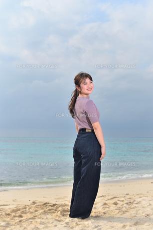 宮古島/リフレッシュ休暇の女性の写真素材 [FYI01241493]