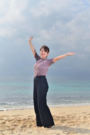 宮古島/リフレッシュ休暇の女性の写真素材 [FYI01241495]