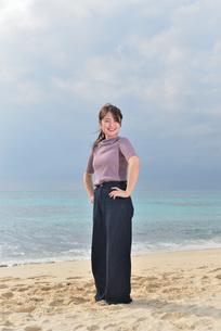 宮古島/リフレッシュ休暇の女性の写真素材 [FYI01241496]