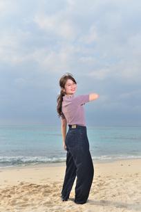 宮古島/リフレッシュ休暇の女性の写真素材 [FYI01241500]