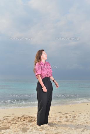 宮古島/リフレッシュ休暇の女性の写真素材 [FYI01241501]