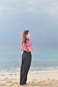 宮古島/リフレッシュ休暇の女性の写真素材 [FYI01241512]