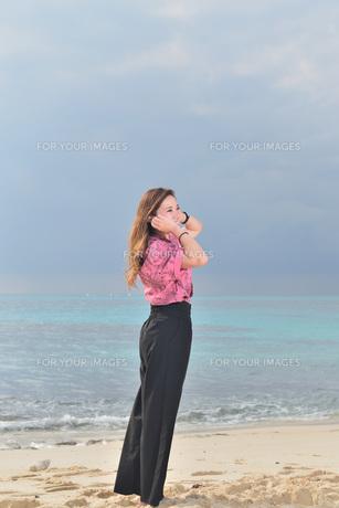 宮古島/リフレッシュ休暇の女性の写真素材 [FYI01241515]