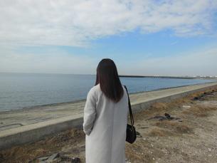 女性の後ろ姿の写真素材 [FYI01241610]