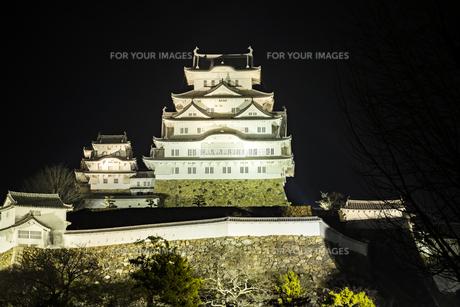 夜の姫路城の写真素材 [FYI01241654]