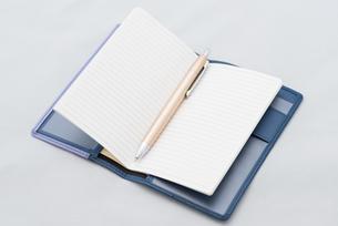 手帳とペンの写真素材 [FYI01241724]