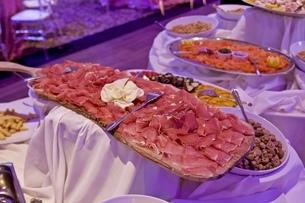 パーティー会場、イベント会場、ディナーホール、ディナー、夕食の写真素材 [FYI01241835]