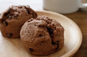チョコレートスコーンの写真素材 [FYI01242045]