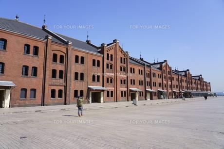 晴れの日の赤レンガ倉庫の写真素材 [FYI01242347]