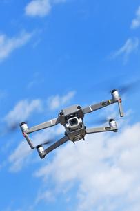 空撮専用の小型ドローンの写真素材 [FYI01242442]