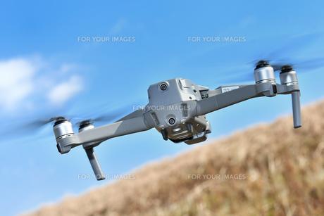 空撮専用の小型ドローンの写真素材 [FYI01242443]
