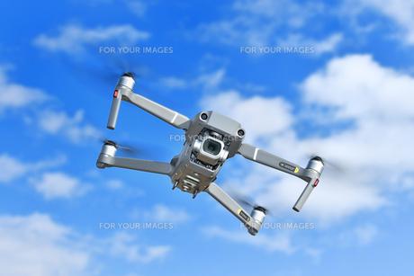 空撮専用の小型ドローンの写真素材 [FYI01242444]