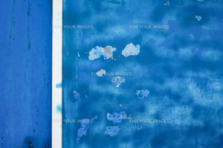 船の側面の青い塗料の模様の写真素材 [FYI01242497]