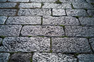 石垣が太陽に照らされて輝いているの写真素材 [FYI01242532]
