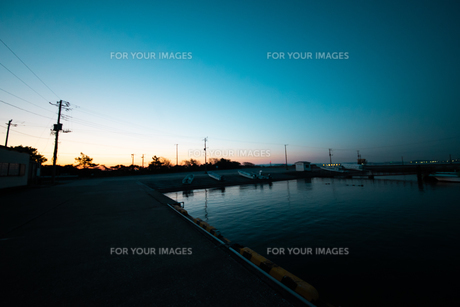 漁港の朝の写真素材 [FYI01242537]