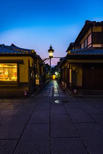 京都石塀小路の写真素材 [FYI01242698]