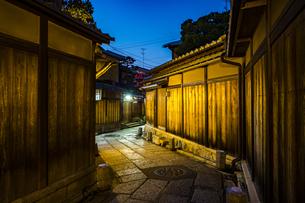 京都石塀小路の写真素材 [FYI01242700]