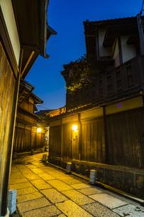京都石塀小路の写真素材 [FYI01242702]