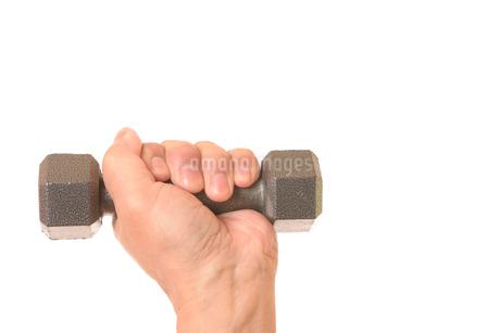 ダンベルを握るシニアの手の写真素材 [FYI01242732]