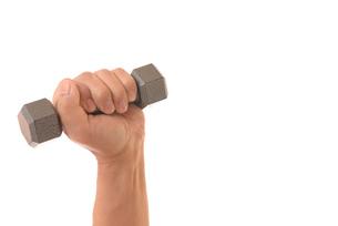 ダンベルを握るシニアの手の写真素材 [FYI01242740]