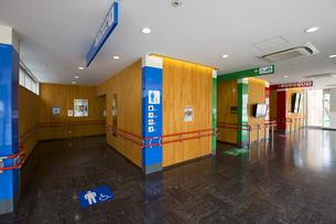 サービスエリアのトイレの写真素材 [FYI01242792]