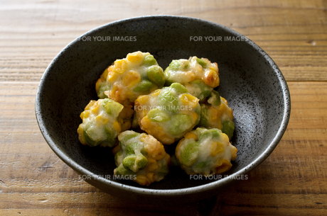 枝豆とトウモロコシの薩摩揚げの写真素材 [FYI01243087]