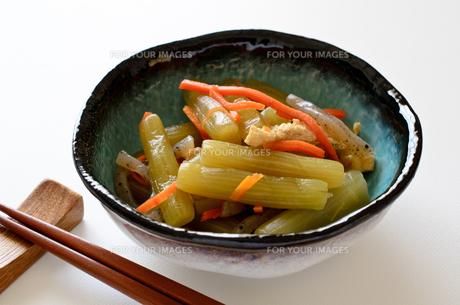 ふきの煮物の写真素材 [FYI01243103]